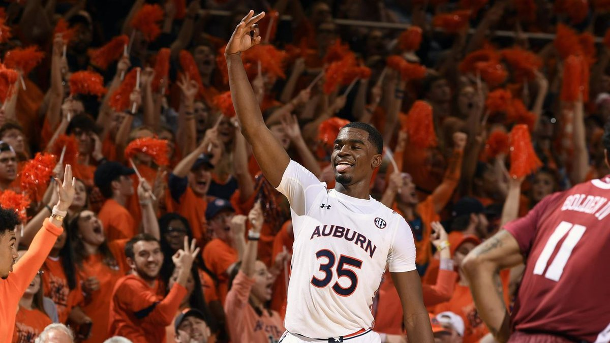 Auburn guard Devan Cambridge (35) reacts with the fans in the second half after making a...