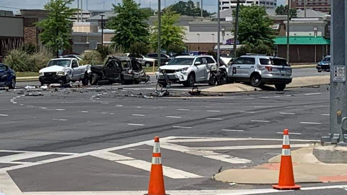 One killed in five-car accident in Tuscaloosa