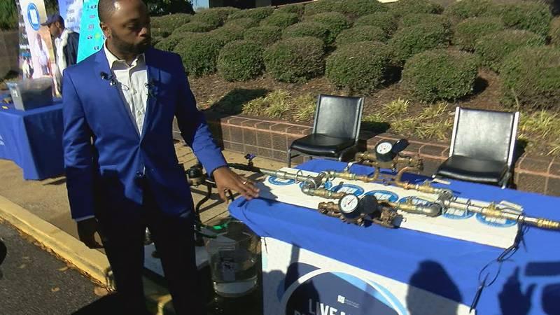 BWWB spokesperson Rick Jackson demonstrates meter reading methods.