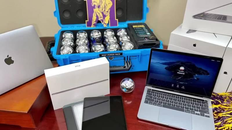 Apple donates hardware to Miles College