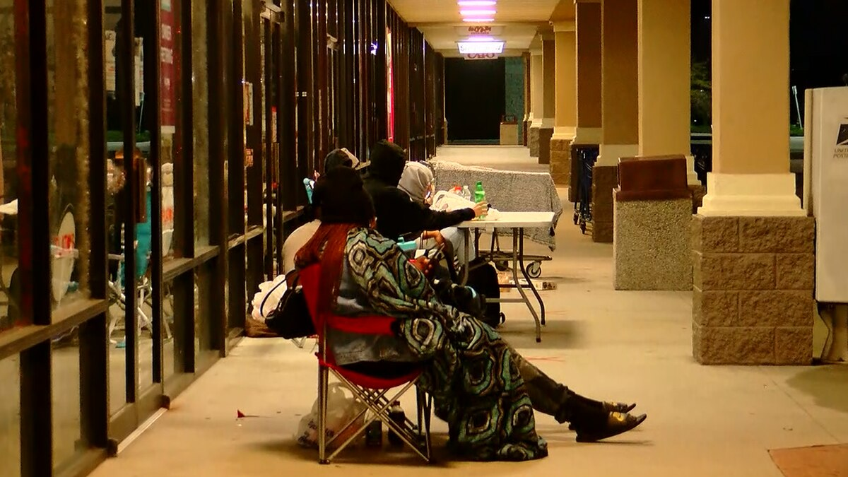 Shoppers continuing Black Friday tradition during pandemic