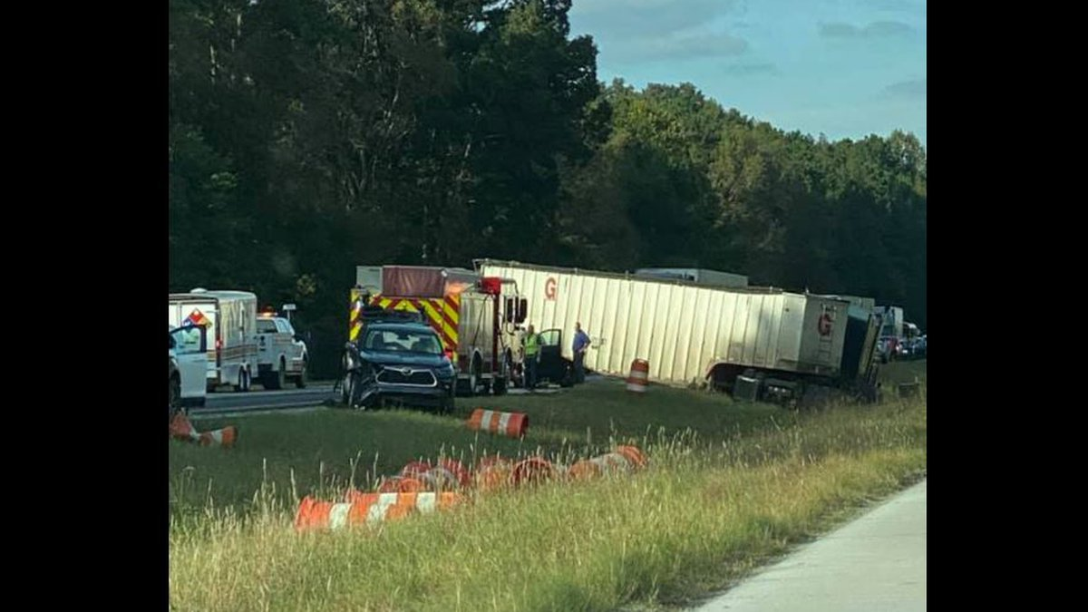Wreck on I59SB, members of Gadsden State band passed out orange juice to stranded drivers
