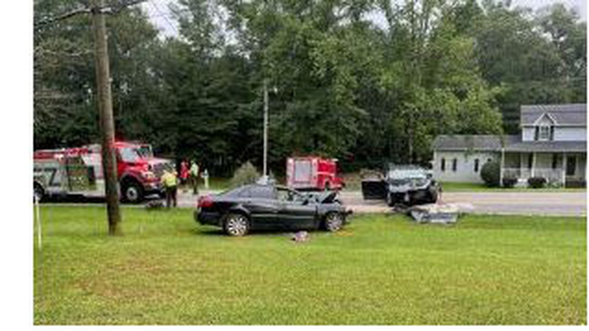 Woman killed in wreck, 2 others hurt