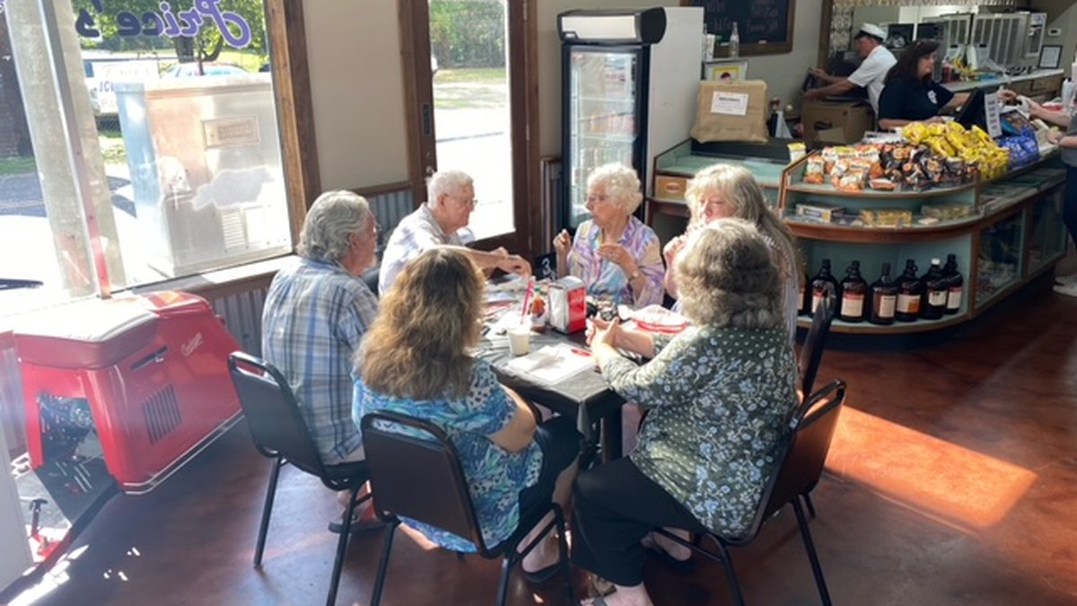 Couple celebrates anniversary at former Pinson drug store