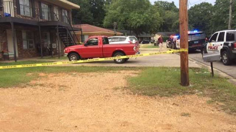 Tuscaloosa police are investigating after a man was shot at an apartment complex. (Source: WBRC)