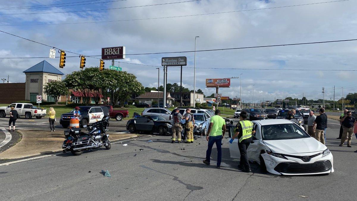 Tuscaloosa Police pursuit ends in 4-car crash