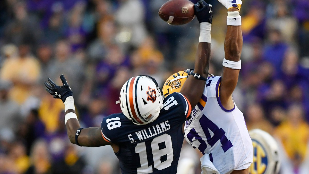 Seth Williams (18) makes a catch on the sideline in the second half.Auburn Football at LSU on...
