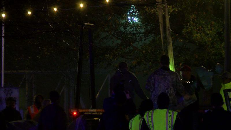 Crews remove the Jefferson Davis statue (Source: WMC Action News 5)