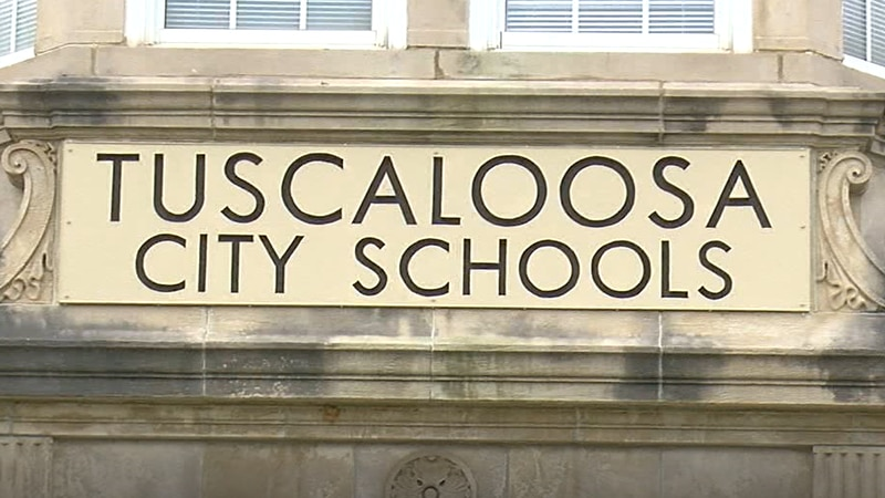 A long-time bookkeeper for Tuscaloosa city schools resigns this week after a police report for...