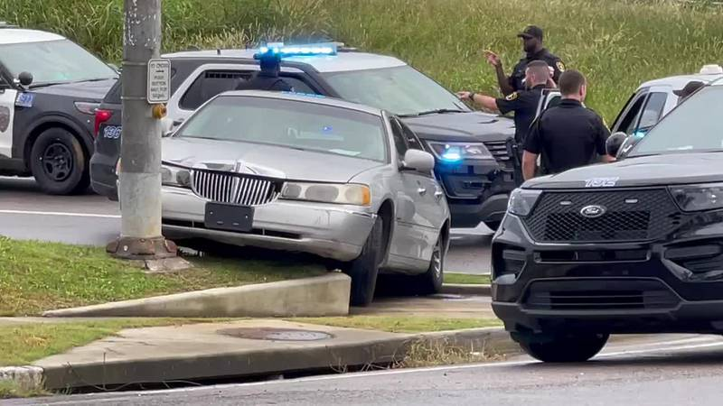 Family Dollar robbery suspect arrested after short chase in vehicle and on foot